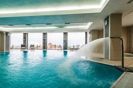 Reils und Wahl unterstützt Ihr Unternehmen im Großraum Düsseldorf auch bei der Schwimmbadreinigung und anderen Spezialreinigungen.