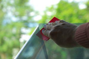 Moderne Fensterfolien schützen gegen Hitze, Blenden und Einbruch - informieren Sie sich bei Reils und Wahl in Mettmann.